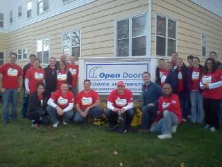 Stryker Volunteers Open Doors